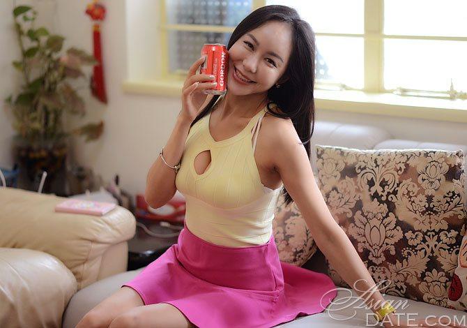 Gabriella nude model